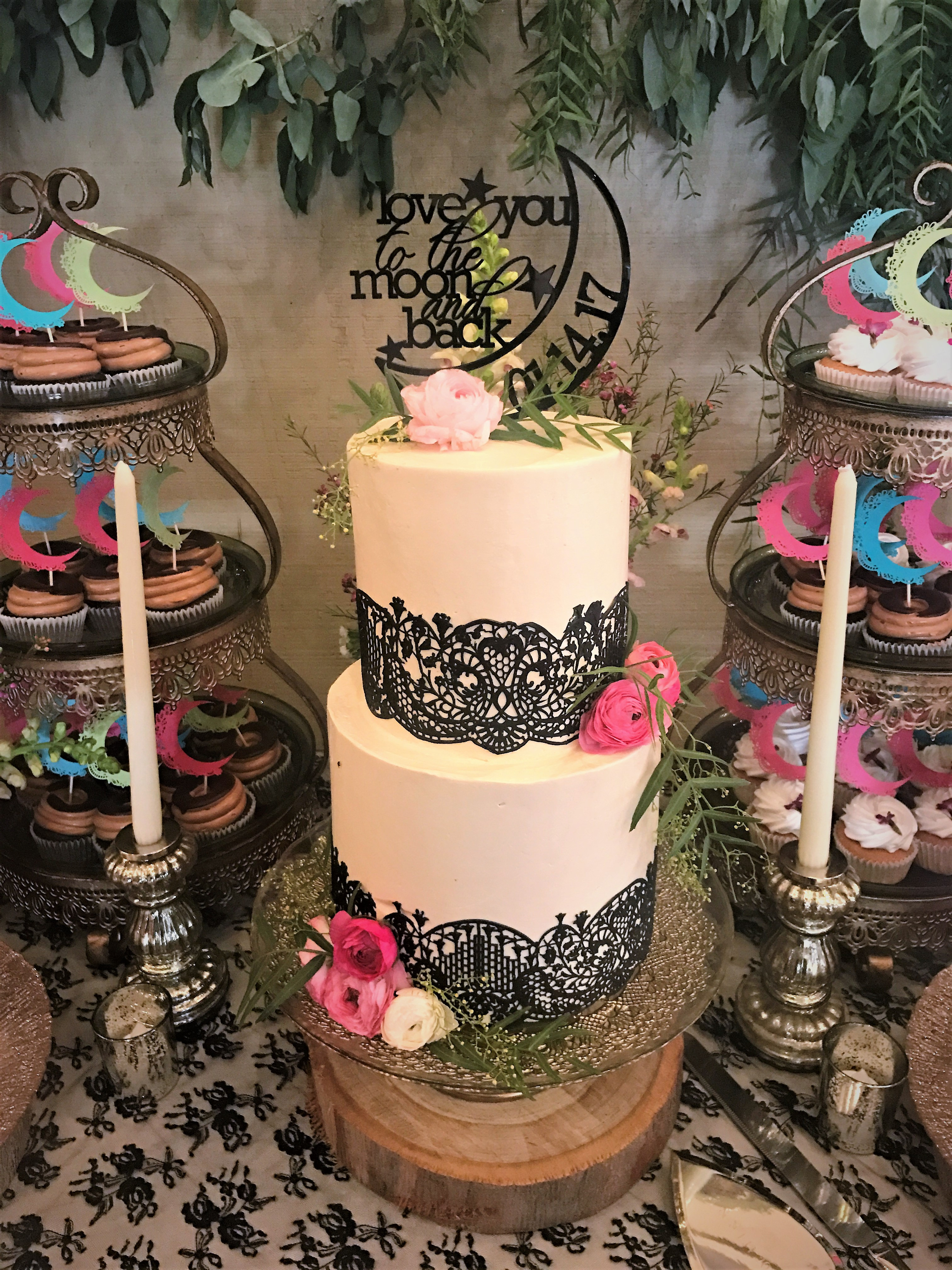 "2 tiered: 6"" / 8"" with edible lace"