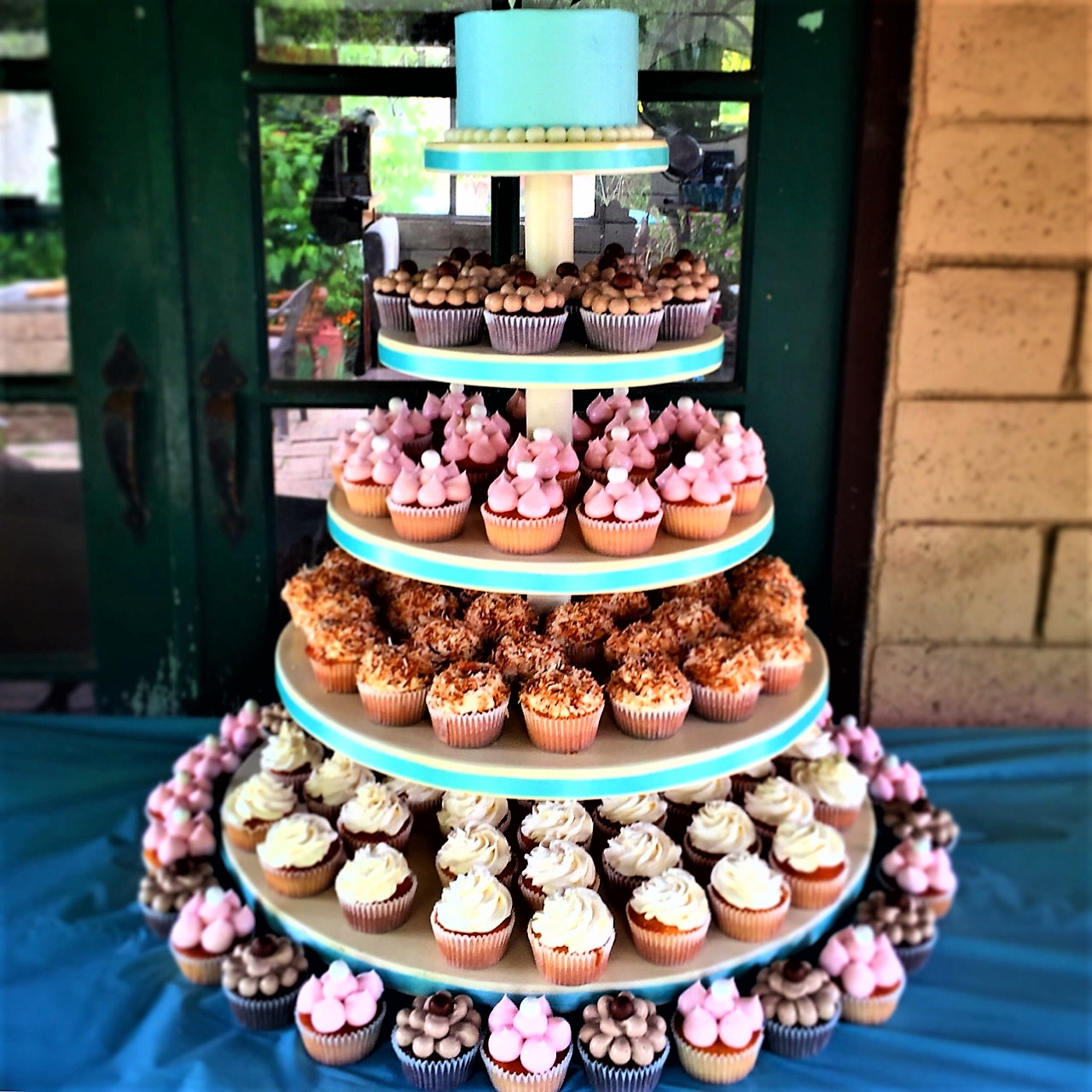 "125 cupcakes, 6"" classic simple light blue cutting cake"
