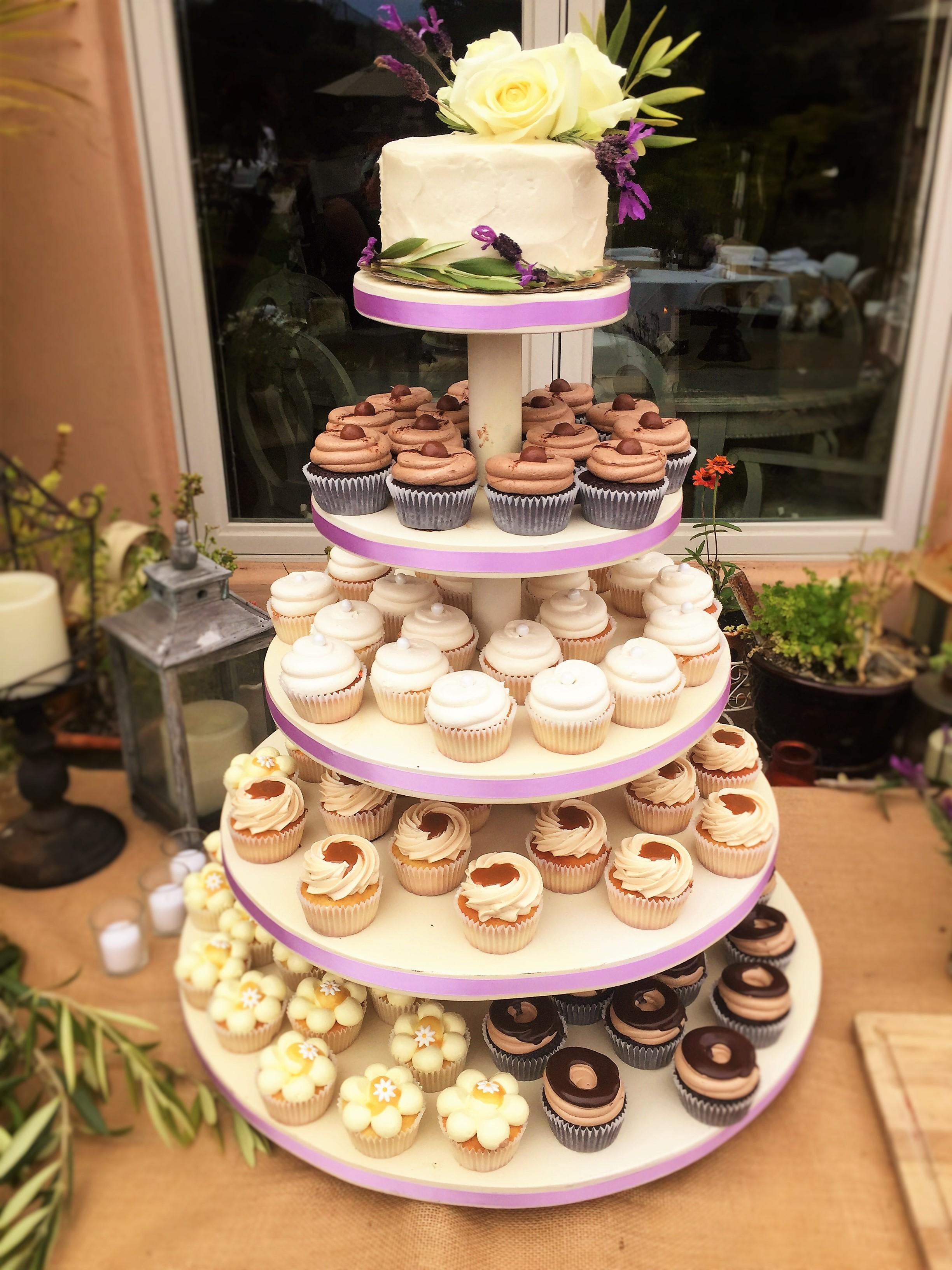 "100 cupcakes, 6"" stucco cutting cake"