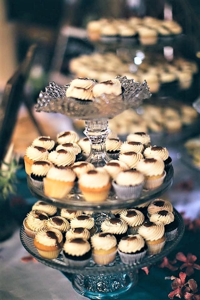 160 mini cupcakes