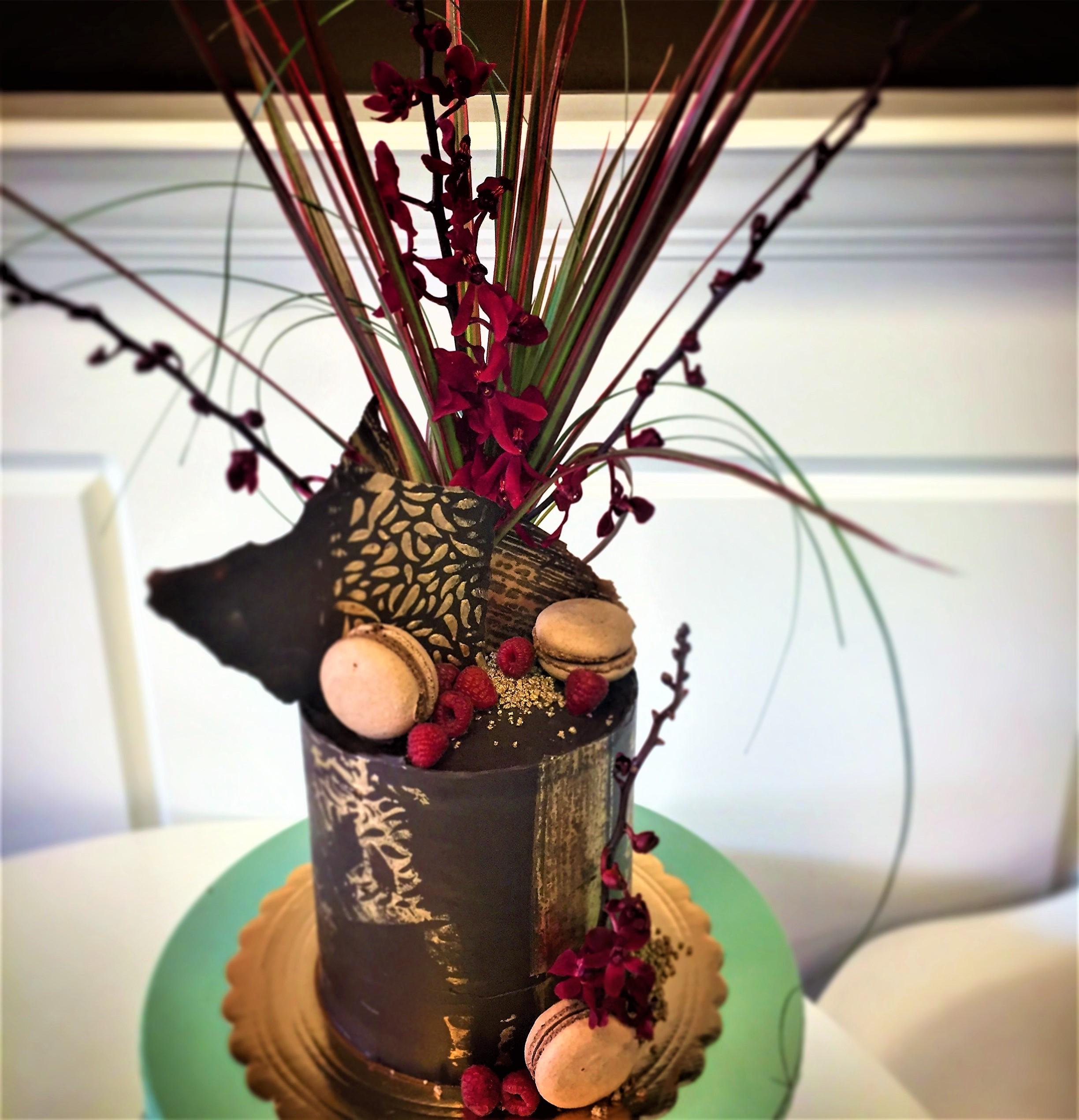 6'' chocolate coma auction cake