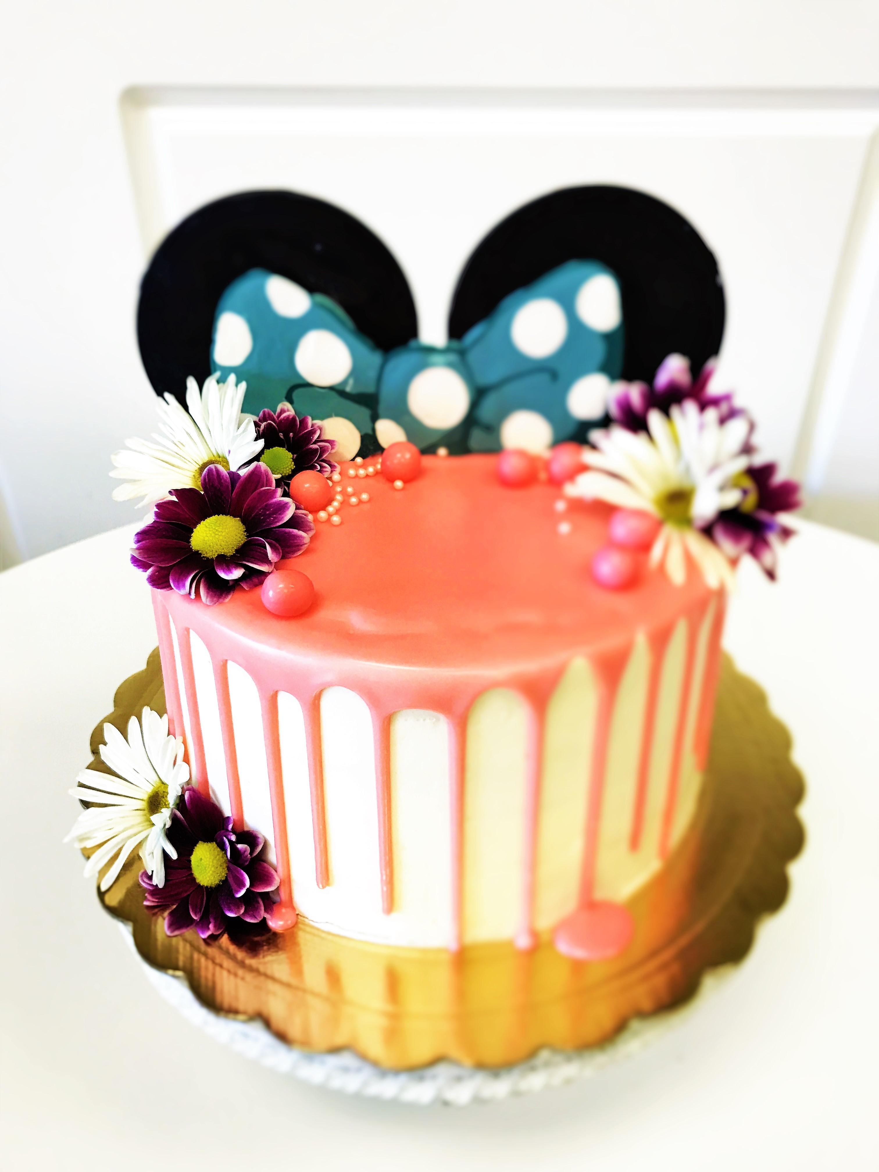 8'' minnie mouse cake