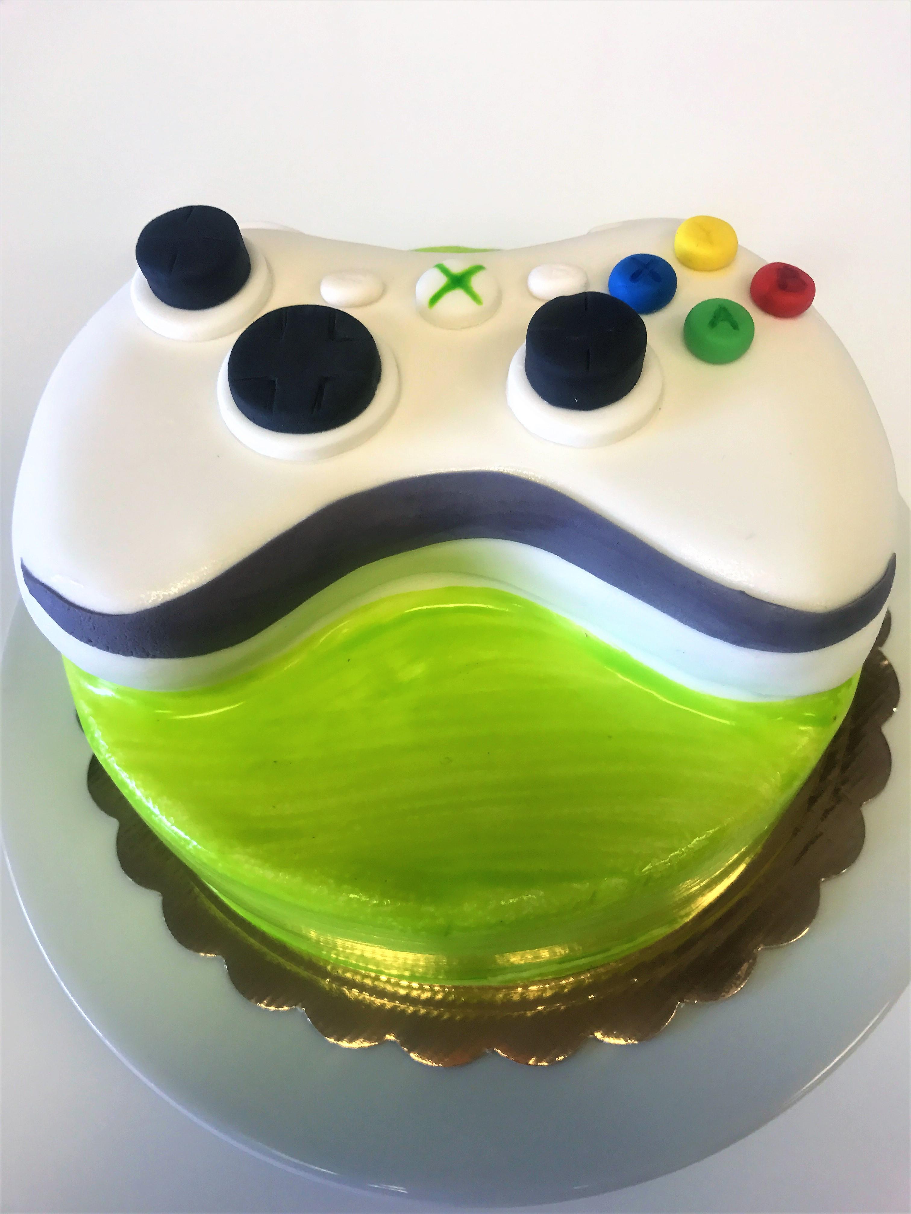 8'' xbox cake