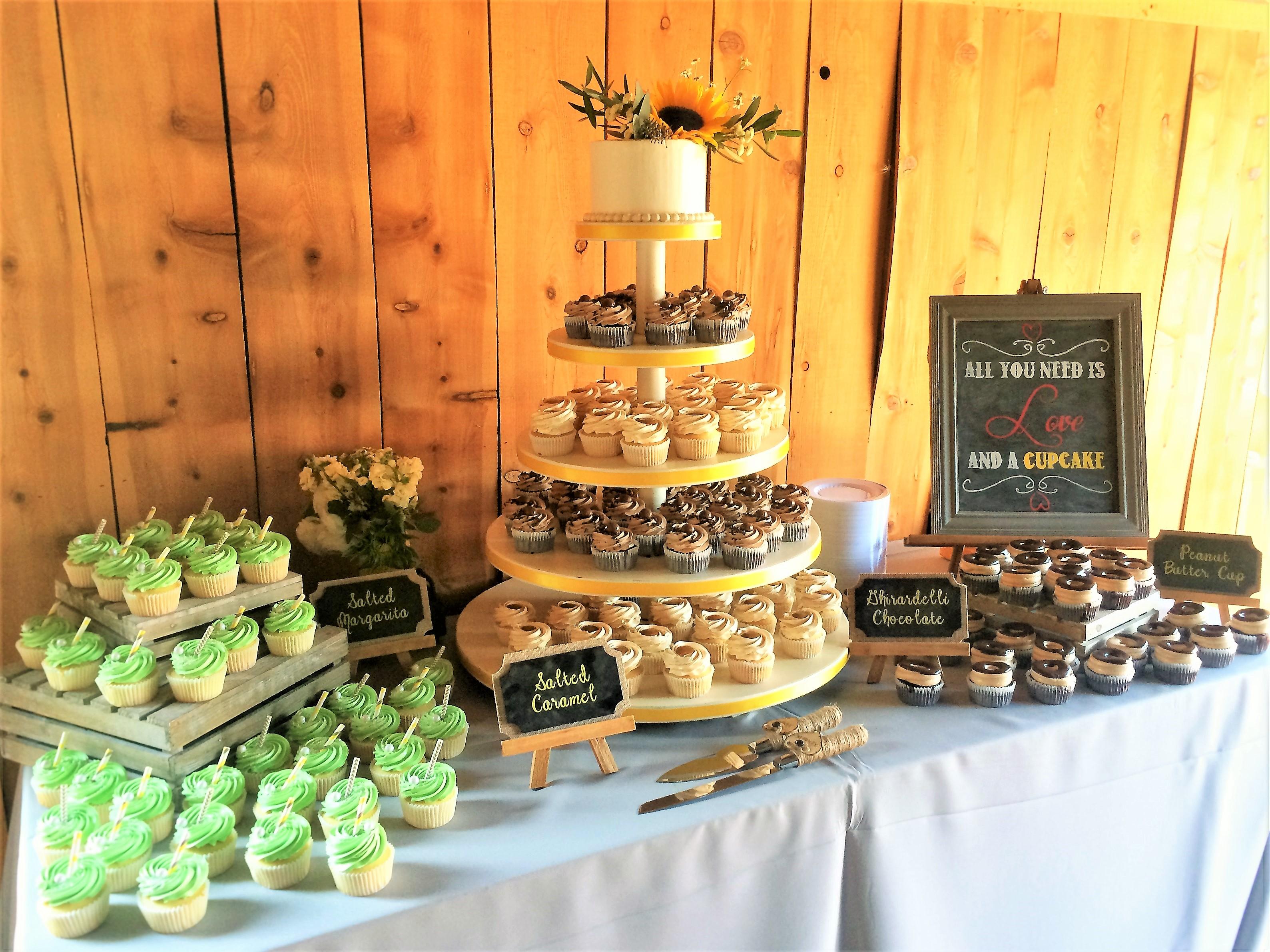 "150 cupcakes, 6"" classic simple cutting cake"