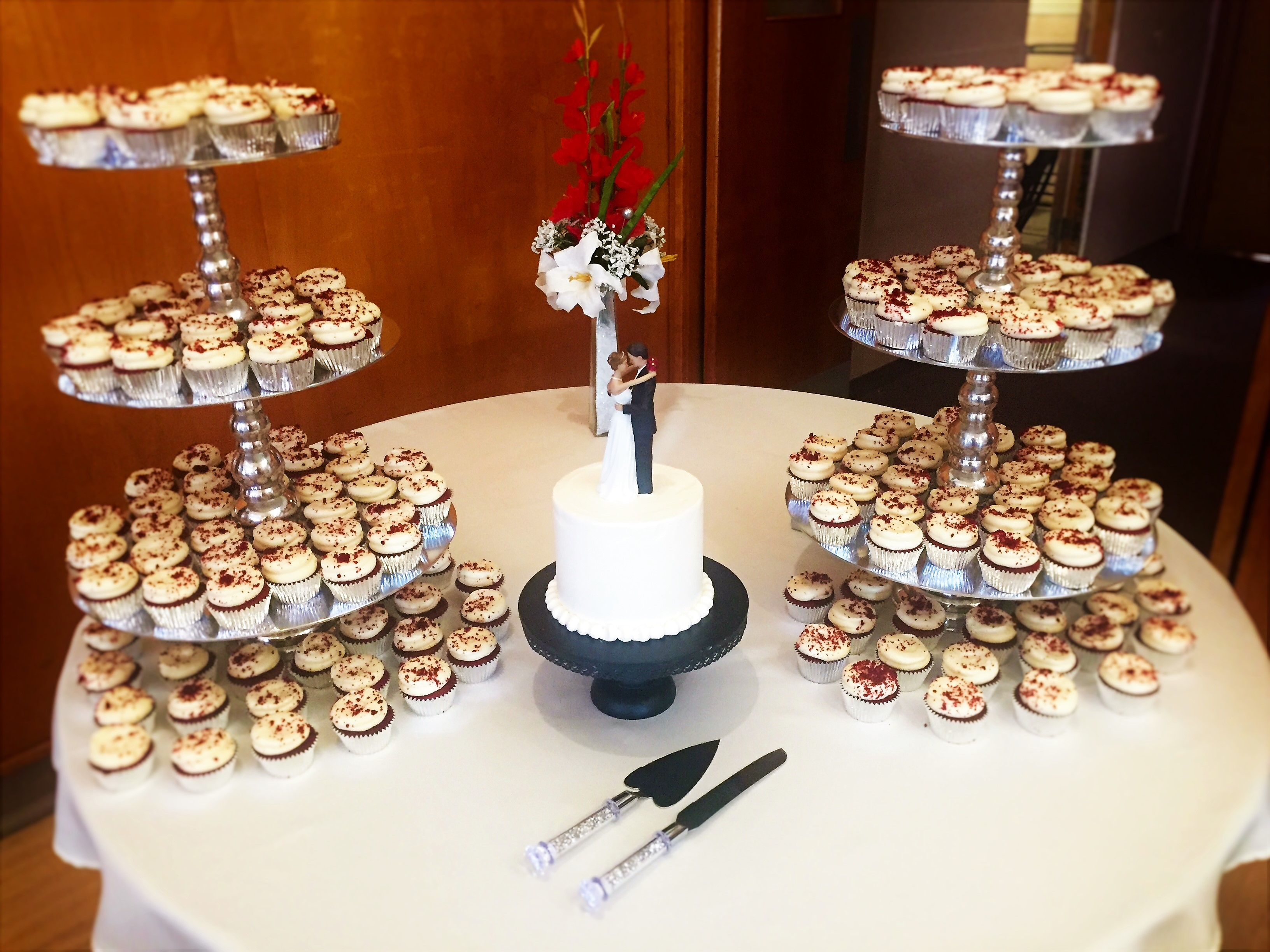 "175 cupcakes, 6"" classic simple cutting cake"