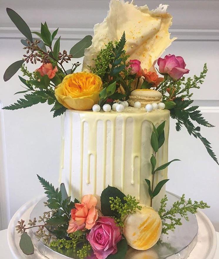 "6"" elopment cake"